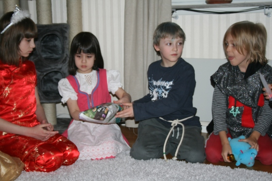 Pass the parcel (Brandy, Trino, Charlie and Leon)..