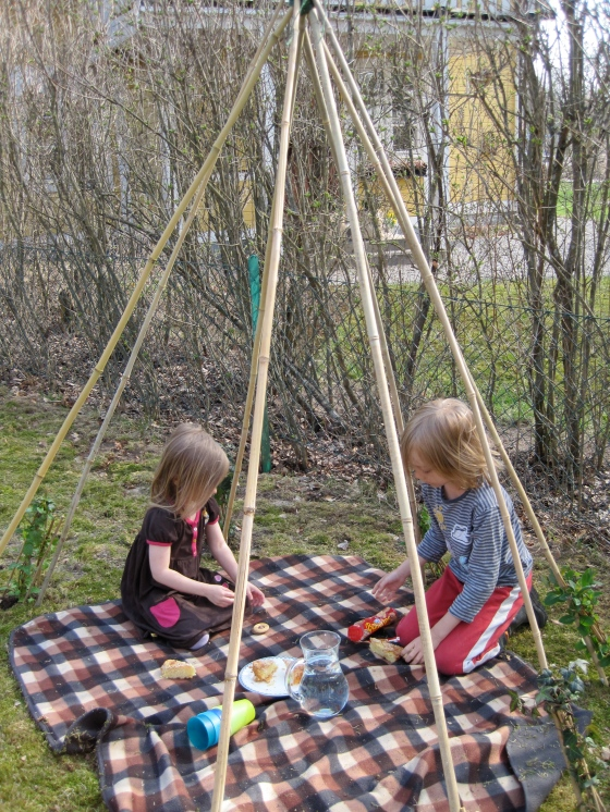 Picnic in the (unfinished) vine teepee!